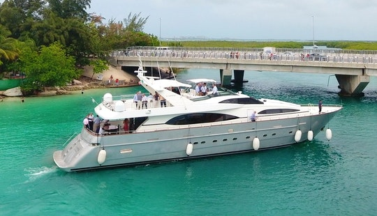 Charter The 100ft Azimut Power Mega Yacht In Cancún, Quintana Roo