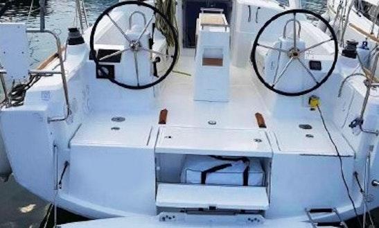 Charter Beneteau Oceanis 35 Sailing Yacht In Costa Daurada, Cambrils