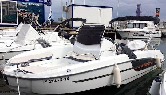 Rent The Brandnew Flyer 6.6 Spacedeck Powerboat In Cambrils, Catalunya