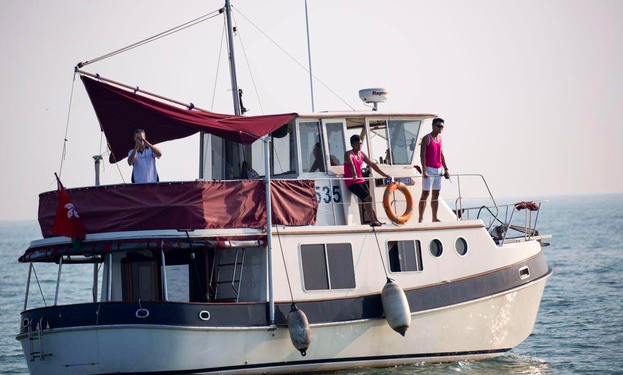 Charter 40' Trawler in Macao, China