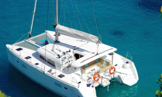 Lagoon 400 S2 Catamaran 40' In Tourlos, Greece