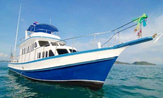 40' Sport Fishing Boat Crewed Charter In Phuket