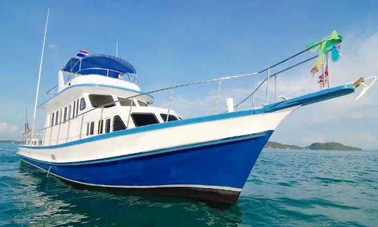 40' Sport Fishing Boat Crewed Charter In Phuket