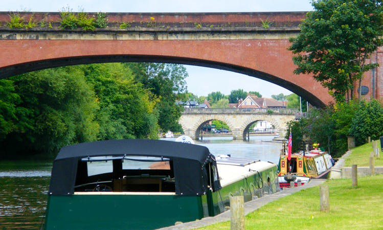 Make your holidays truly unique! - Hire a 72' Canal Boat