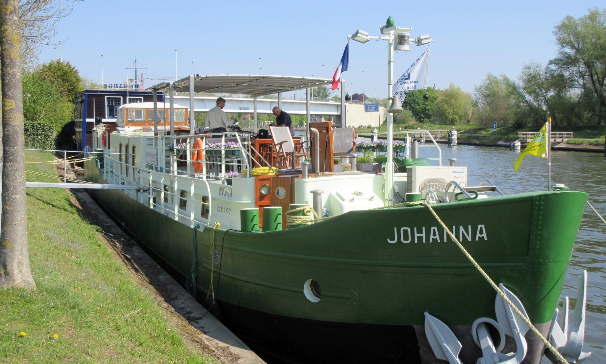 B&B Barge Johanna, Canal Boat in Brugge, Belgium