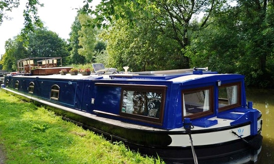 Enjoy Kennet And Avon Canal Cruising In Devizes, England
