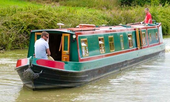 Canal Boat Cunning Fox Hire In Rowde