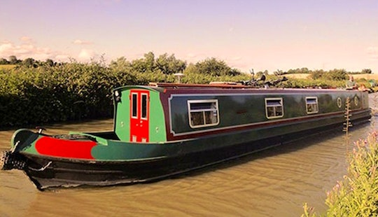Canal Boat Urban Fox Hire In Rowde