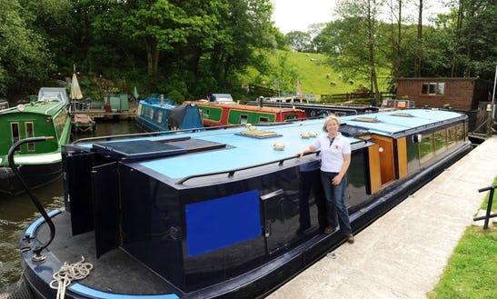 'layla Boa' 53' Canal Boat For Hire In Hoghton