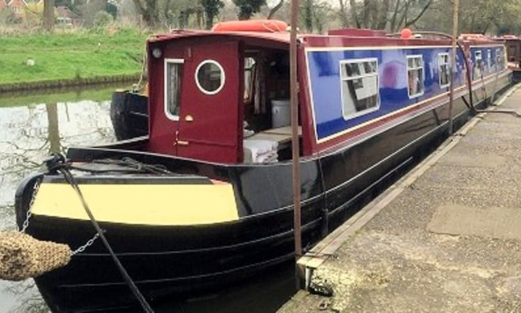 """Snow Goose"" Canal Boat rental in Godalming"
