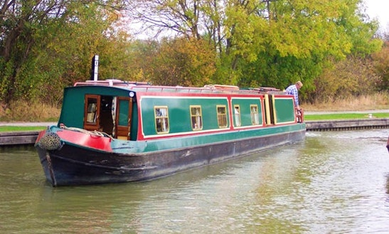 Canal Boat Foxglacier Hire In Rowde