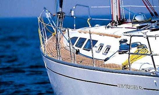 Charter ''joanna'' Jeanneau  43 Cruising Monohull In Adamas, Greece.