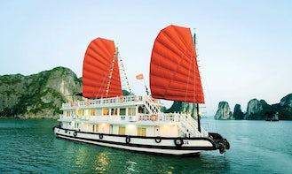 Junk Boat in Hạ Long, Vietnam