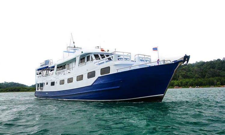 Scuba Charter Manta Queen 7 in Thailand