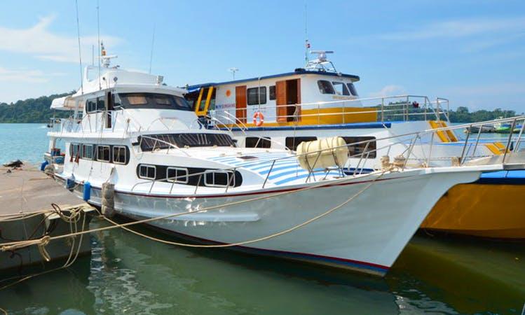 4 day scuba charter Manta Queen 6 in Tambon Khuekkhak