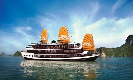 Junk Luxury Cruises In Hanoi