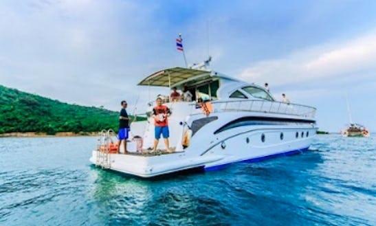 Charter Pop Happy Power Catamaran In Na Jomtien, Thailand