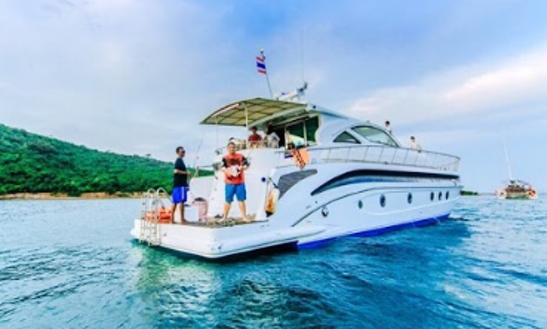 Charter Pop Happy Power Catamaran In Na Jomtien, Thailand