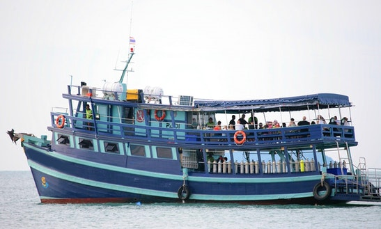 Passenger Boat Rental In Tambon Chakphong