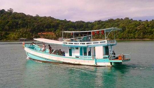 Rodjanaphan Passenger Fishing Boat In Tambon Ko Chang