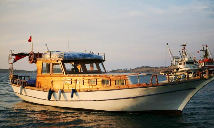 Charter 47' Valinor Motor Yacht in Izmir, Turkey