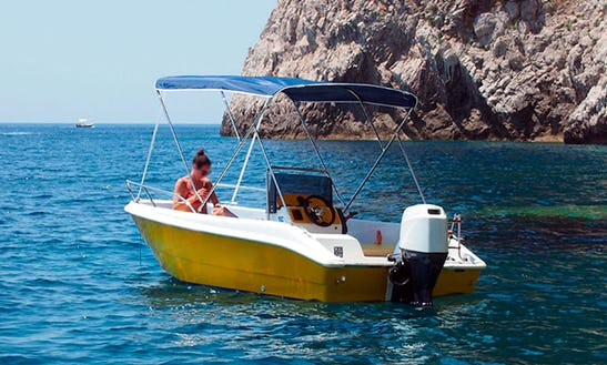 Rent 15' Maily Center Console In Capri, Italy