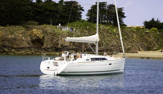 Oceanis 34 Cruising Monohull