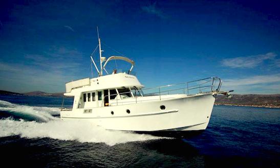 Charter 42' Skitnica Motor Yacht In Zadar, Croatia