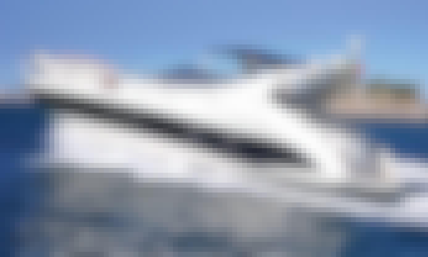 Azimut Atlantis 42' Motor Yacht Rental in Portimão - Hourly
