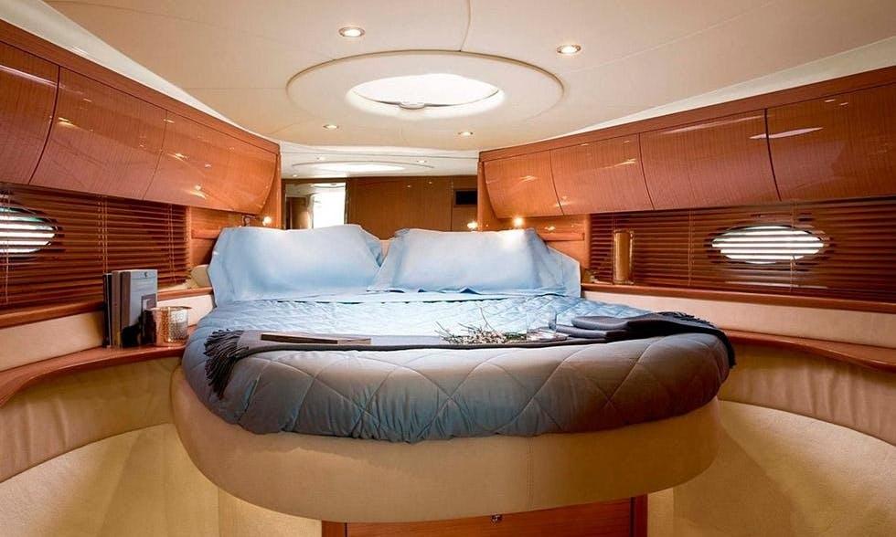 Motor Yacht sleep aboard rental in Portimão