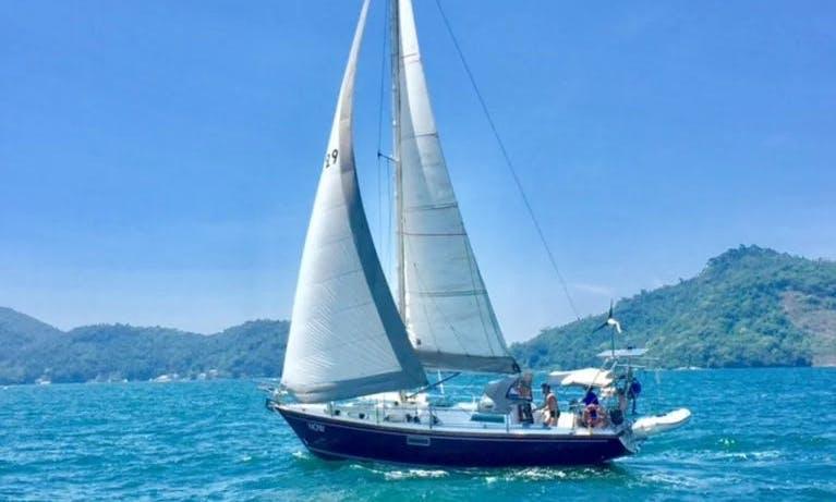 Charter a 35' Classic Cruising Monohull in Paraty, Brazil