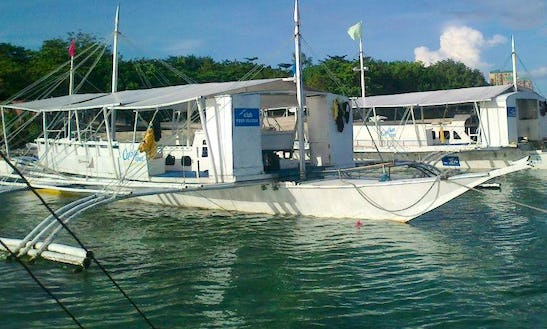 Charter Our Paraw - A Type Of Trimaran