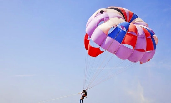Enjoy Parasailing In Panaji, Goa