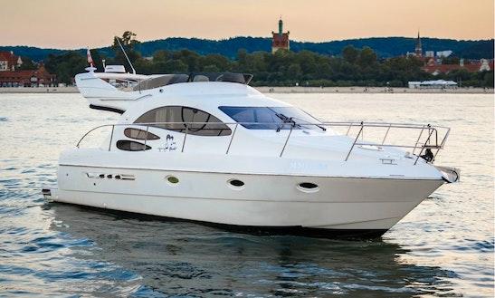 Motor Yacht Rental In Marbella