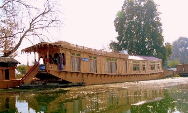 Two Bedroom Houseboat for Rent in Srinagar
