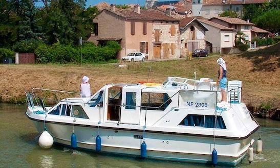 Prague - Viking 1000 Motor Yacht Charter