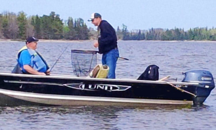 16ft Lund SSV Boat Rental in Lake of the Woods