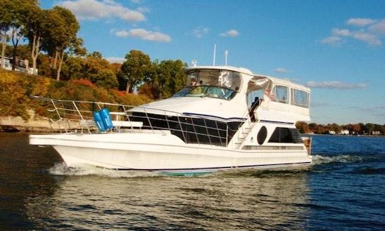 52ft Motor Yacht In Westport, Wisconsin