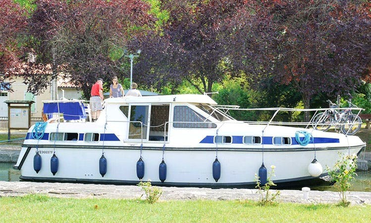 Charter Tarpon 37 N Motor Yacht in Fourques-sur-Garonne, France