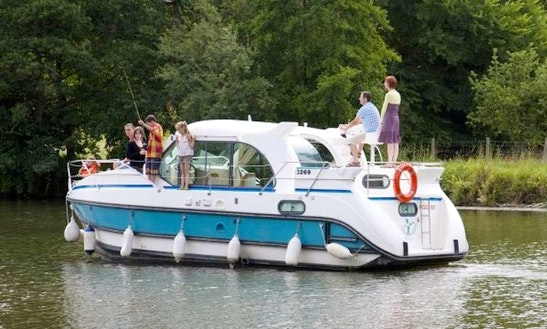 'confort 900 Dp' Motor Yacht Hire In Le Somail