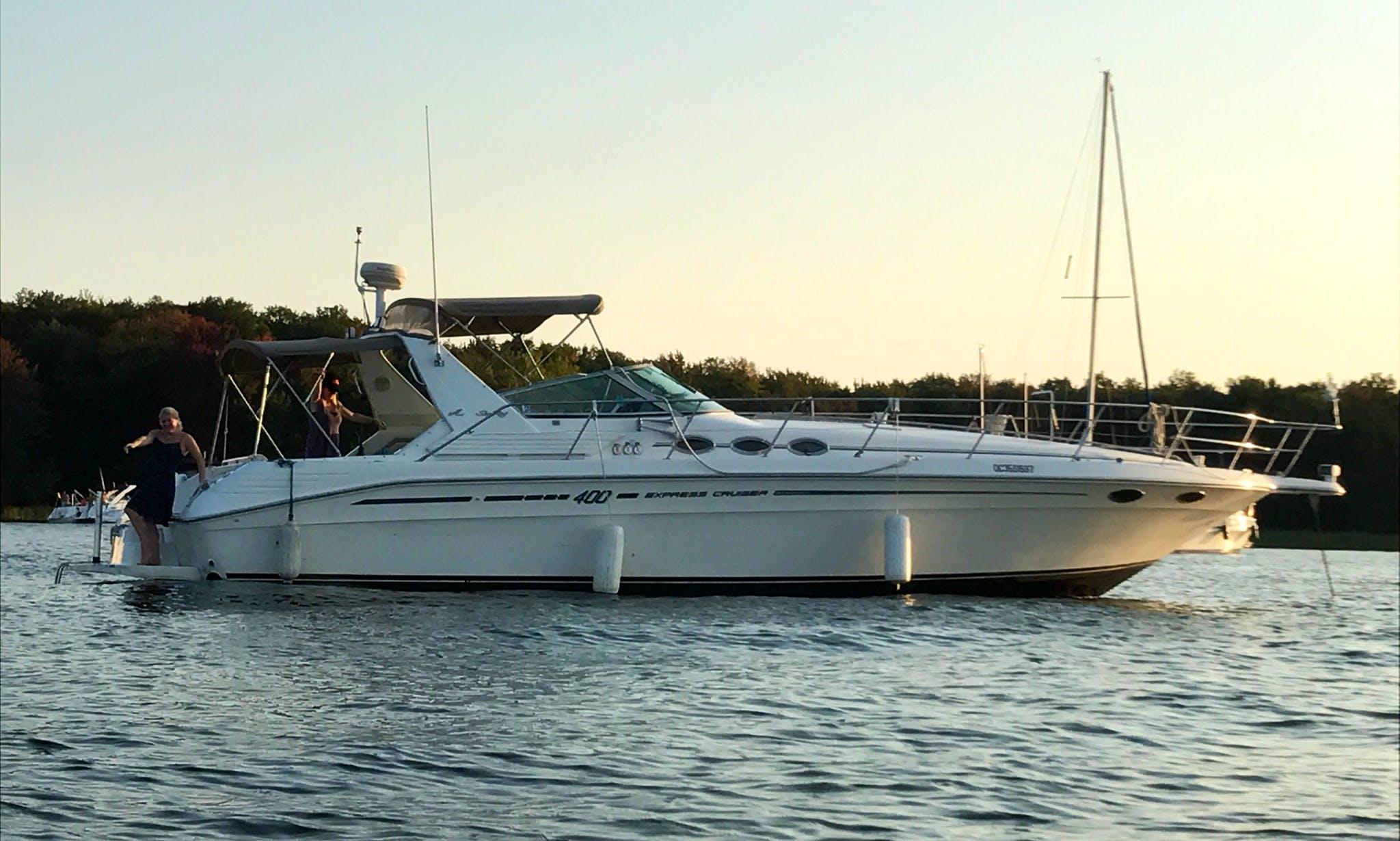 Motor Yacht rental in Sainte-Anne-de-Bellevue
