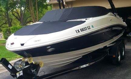 Frank's Boats on Lake Travis - 21 ft Sea Ray with toys and awesome stereo. Have a BLAST on the Lake!!!