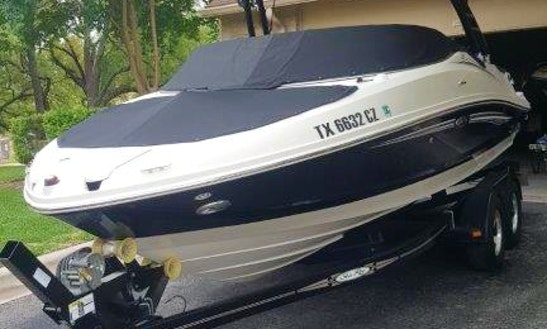 Put Yourself On This Boat!! Enjoy This 21 Ft Sea Ray Bowrider On Lake Travis. Have A Blast On The Water.