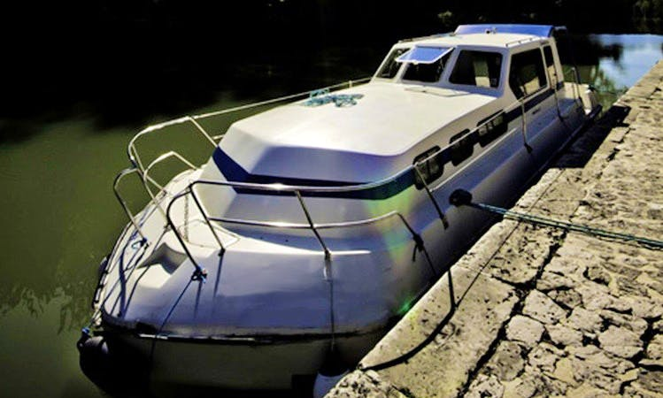 Charter 35' Triton 1050 Canal Boat in Fourques-sur-Garonne, France