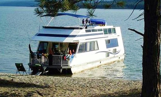 Lake Koocanusa 8 Person Houseboat Rental