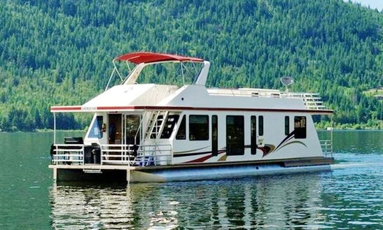 Houseboat Rental Located On Lake Koocanusa, Bc