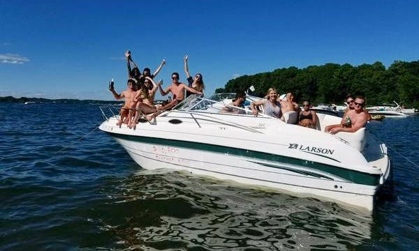 Enjoy Lake Minnetonka on this 24' Larson!