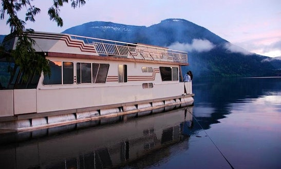 Standard Houseboat For Rent In Port Alberni
