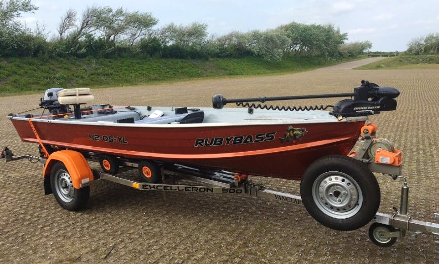 Enjoy Fishing in Belgium or Netherlands on the RubyBass : Mariner 14M Alu BassBoat
