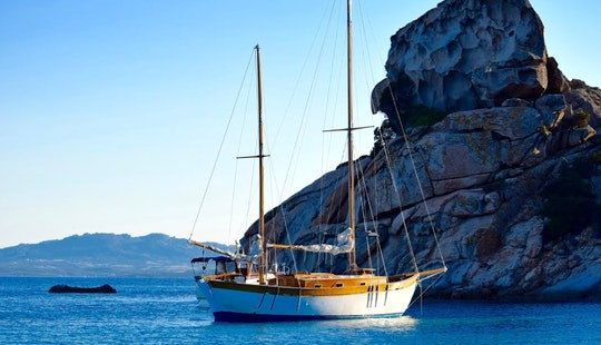 Charter A Gulet In Palau, Italy
